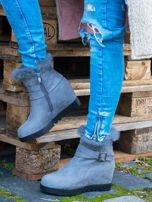 Szare sneakersy z ozdobną kokardką na boku i futrzanym kołnierzem                                  zdj.                                  1
