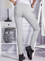 Szare spodnie dresowe z dwoma rzędami guzików                                  zdj.                                  2