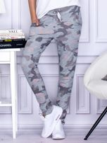 Szaro-różowe spodnie dresowe we wzór moro                                   zdj.                                  1
