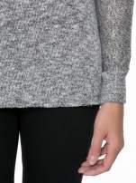 Szary melanżowy sweterek o luźnym kroju z kieszonką                                  zdj.                                  6