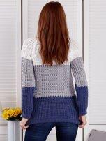 Szary sweter o szerokim splocie                                  zdj.                                  2