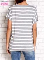 Szary t-shirt w białe paski z napisem NORTH CHAPEL STREET                                                                          zdj.                                                                         4