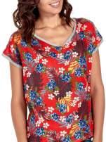 Szary t-shirt z nadrukiem kwiatowym