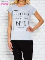 Szary t-shirt z napisem PARIS STUDIO z dżetami