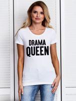 T-shirt biały DRAMA QUEEN z nadrukiem tekstowym                                  zdj.                                  1