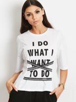 T-shirt biały z napisem i graficznymi taśmami                                  zdj.                                  4