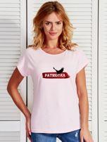 T-shirt damski patriotyczny z orłem PATRIOTKA jasnoróżowy                                  zdj.                                  1