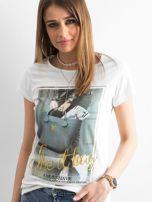 T-shirt damski z bawełny z nadrukiem ecru                                  zdj.                                  1