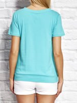 T-shirt damski z wiązaniem i naszywkami zielony                                  zdj.                                  2