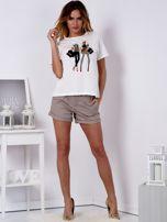 T-shirt ecru z kobiecą naszywką                                  zdj.                                  4