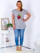 T-shirt jasnoszary z truskawką PLUS SIZE                                  zdj.                                  4