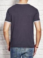 T-shirt męski z tekstowym nadrukiem granatowy                                  zdj.                                  2