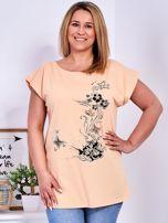 T-shirt pomarańczowy z nadrukiem motyli PLUS SIZE                                  zdj.                                  1