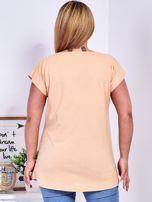 T-shirt pomarańczowy z nadrukiem motyli PLUS SIZE                                  zdj.                                  2