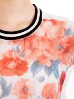 T-shirt w kwiatowy wzór ze sportową lamówką                                  zdj.                                  4