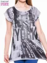 T-shirt z nadrukiem NEW YORK i szarą lamówką                                  zdj.                                  4
