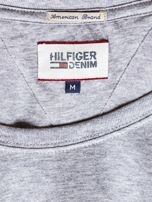 TOMMY HILFIGER Szary t-shirt męski z pomarańczowym nadrukiem                                   zdj.                                  6