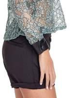 Turkusowa bluzka koszulowa z koronki ze skórzanymi mankietami