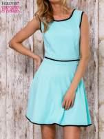 Turkusowa sukienka skater z satynową lamówką