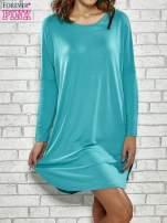 Turkusowa sukienka z rozporkami po bokach