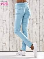 Turkusowe spodnie skinny jeans z koronką                                  zdj.                                  6