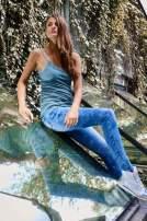 VERO MODA Niebieskozielony top damski z koronkowym dekoltem                                  zdj.                                  8