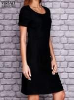 VERSACE Czarna sukienka z przeszyciami                                  zdj.                                  2