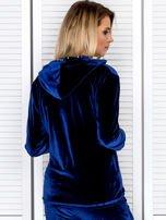 Welurowa bluza damska z diamencikami przy suwaku granatowa                                  zdj.                                  2