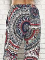 Wzorzyste granatowe spodnie dzwony we wzór etno                                  zdj.                                  7