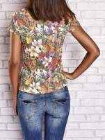 Wzorzysty t-shirt floral z napisem SUMMER IS CALLING                                  zdj.                                  2