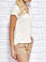 YUPS Beżowy t-shirt z delikatnym tekstowym nadrukiem                                  zdj.                                  3
