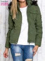 Zielona kurtka z futrzaną podszewką