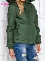 Zielona kurtka z futrzanym wykończeniem kołnierza                                                                          zdj.                                                                         4