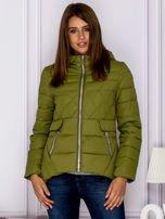 Zielona pikowana kurtka z kapturem                                  zdj.                                  1