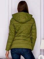 Zielona pikowana kurtka z kapturem                                  zdj.                                  2