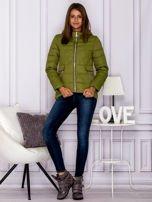 Zielona pikowana kurtka z kapturem                                  zdj.                                  4