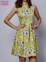 Zielona rozkloszowana sukienka w białe kwiaty                                                                          zdj.                                                                         1