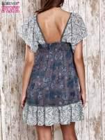 Granatowa sukienka baby doll w kwiatki                                                                          zdj.                                                                         4
