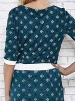 Zielona sukienka we wzory z podkreśloną talią                                                                          zdj.                                                                         7