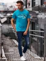 Zielony t-shirt męski z nadrukiem napisów i cyfrą 9                                  zdj.                                  6