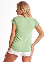 Zielony t-shirt z kolorowymi perełkami                                  zdj.                                  2