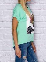 Zielony t-shirt z malarskim nadrukiem                                  zdj.                                  3