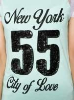 Zielony t-shirt z nadrukiem NEW YORK 55 i siatkowymi rękawami                                  zdj.                                  8