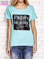 Zielony t-shirt z napisem J'ADORE LE NOIR                                                                          zdj.                                                                         1