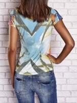 Zielony t-shirt z symetrycznym nadrukiem ptaków i kwiatów                                                                          zdj.                                                                         4
