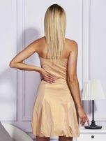 Złota sukienka z ozdobnym drapowaniem                                  zdj.                                  2