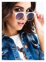 Złote okulary przeciwsłoneczne w stylu vintage retro