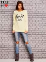 Żółta bluza z nadrukiem moro                                  zdj.                                  4
