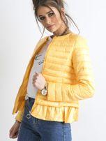 Żółta kurtka przejściowa z falbaną                                  zdj.                                  3