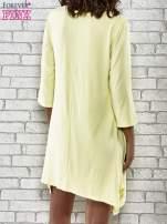 Żółta sukienka damska z nadrukiem kotów                                  zdj.                                  5
